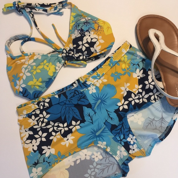 Bare Nothings Other - 🍁 Boy Short Floral Bikini Small Top Large Bottom